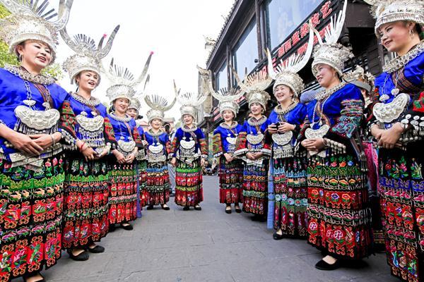 """苗族银饰服饰文化节由以""""魅力银饰服饰图片"""