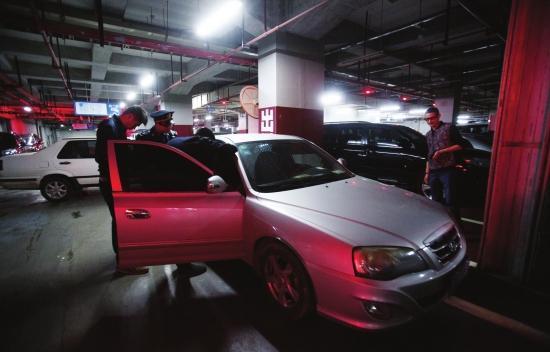 """奔驰充当""""专车""""拉客 车主被罚款2万元扣车15天"""