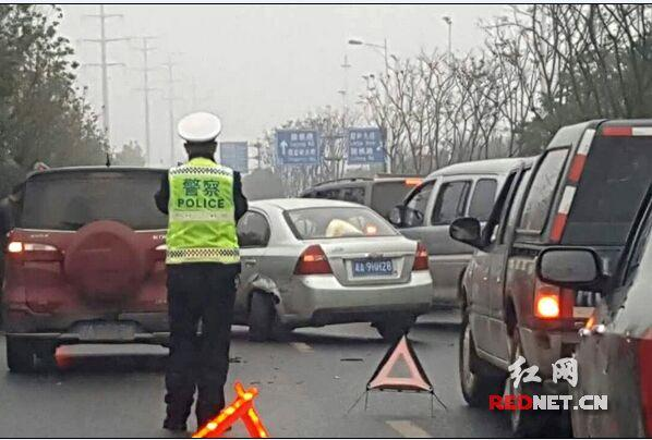 长沙岳麓大道多车追尾 目前交通恢复正常