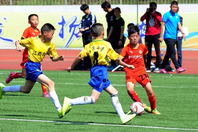 """第十届""""鲁能·德馨杯""""国际少儿足球邀请赛开幕"""