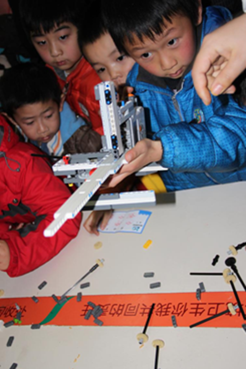 大湘教育  妈妈蜜携手领动科教举办玩转暑假,乐高小创客活动.图片