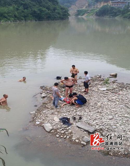 怀化10岁女孩河边不慎溺水 路人相救后悄然离开