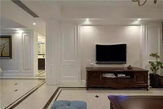 家居  客厅简约大气,浅色壁纸和石膏线电视背景墙搭配出很不错的效果.图片