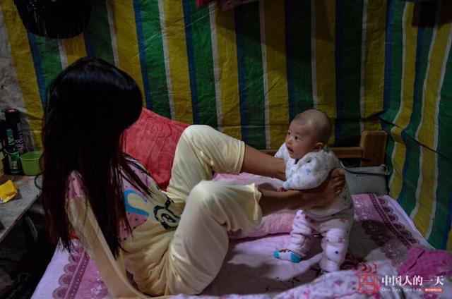 湘西无臂宝宝坚强求生两腿夹女孩喂奶不听话女生图片