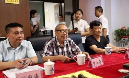 邵阳五位市民向市博物馆无偿捐赠了11件文物