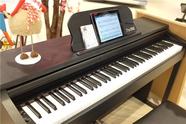 THE ONE 智能钢琴-从现在到2026年 只有4家高科技数码店的距离