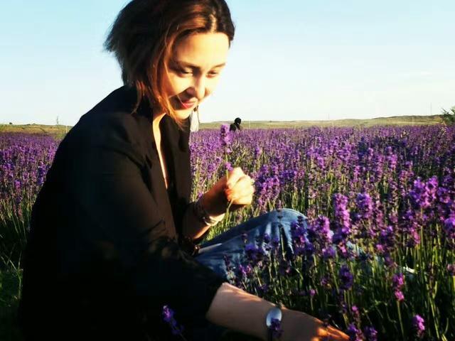 80后新疆美女长沙打拼16年  编织一家花店的小梦想
