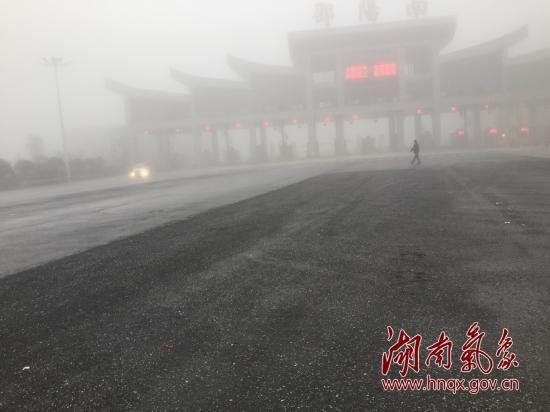 今晨39县市浓雾弥漫 湖南南北部温差达10℃左右