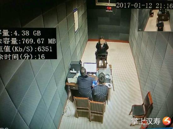 民警审讯犯罪嫌疑人