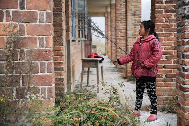 湖南一乡村小学仅有一师一生 教室也是租的