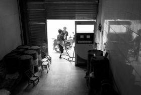 株洲农民网吧旁私建加油站 7吨油罐埋后院(图)