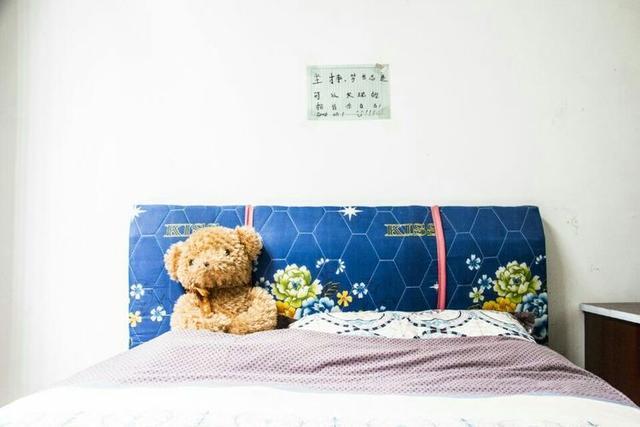 湖南一敬老院养育出孤儿大学生 床头贴满鼓励语