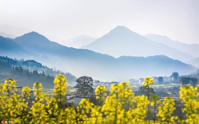 """""""最文艺""""铁路通车 从山川湖泊到千年瓷都一次看够"""