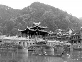 凤凰的景观桥。视频截图