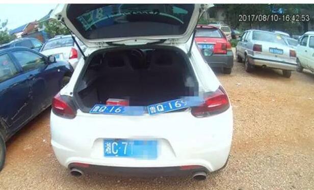 湘潭湘乡一女司机套牌被查 将罚款并扣12分