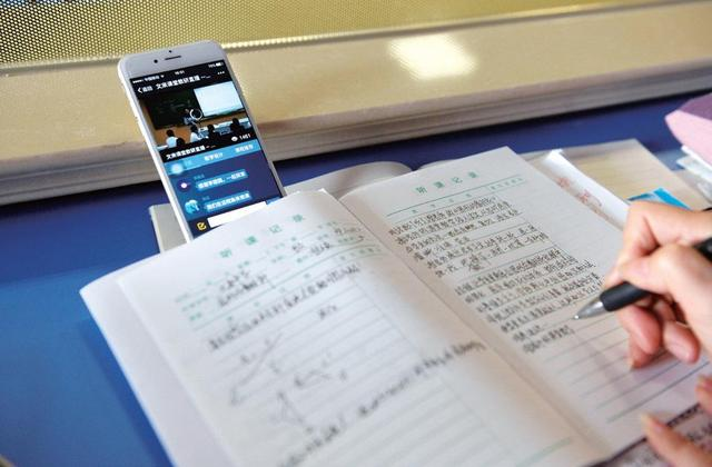 在线教育火了:有人月入十万 有人称2天能记1千单词