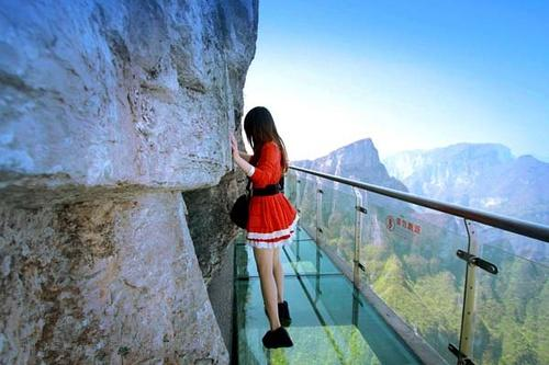32:湖南人不敢玩的恐怖悬崖栈道图片