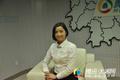 湖南女幼师花3年 变身保险国际明星