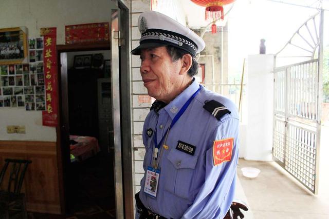 """湖南七旬""""独臂侠""""义务反扒22年 抓获60多名小偷"""