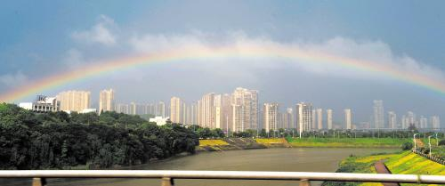 长沙雨后彩虹刷爆朋友圈 今明雨水北风扫光闷