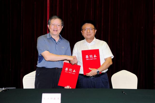 湖南省保险行业协会与长沙仲裁委员会签署战略合作 携手化解保险纠纷
