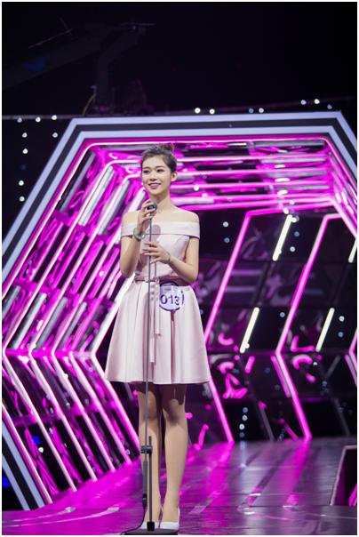 她在2017星姐舞台3分钟,雷明只说了两个字!