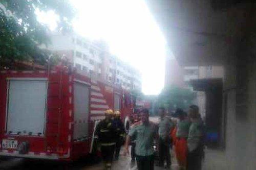 湖南城市学院一食堂大火 现场传出爆炸声(图)