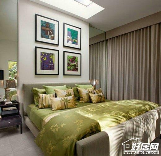 大的,浅棕色的窗帘形成条纹的外观,在不知不觉中增容了卧室的纵