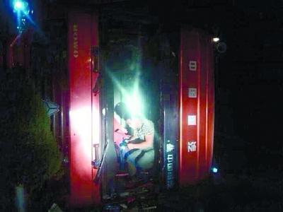 水泥罐车司机第一次出事故 淡定发朋友圈求赞