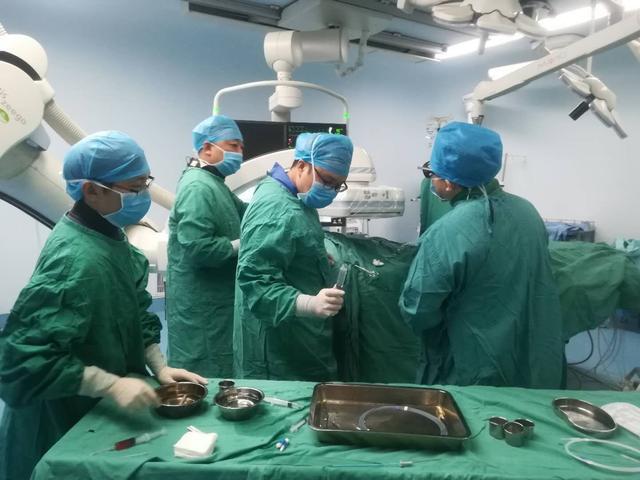 湘西37岁男子随地大小便被当精神病 检查却是肝脏出了大问题