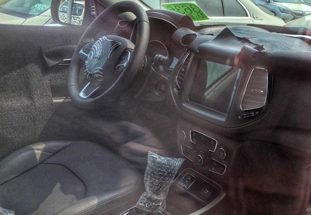 国产Jeep全新紧凑级SUV内饰曝光 质感不错