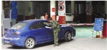 长沙湘江世纪城未买车位禁入 挡车辆不管行人