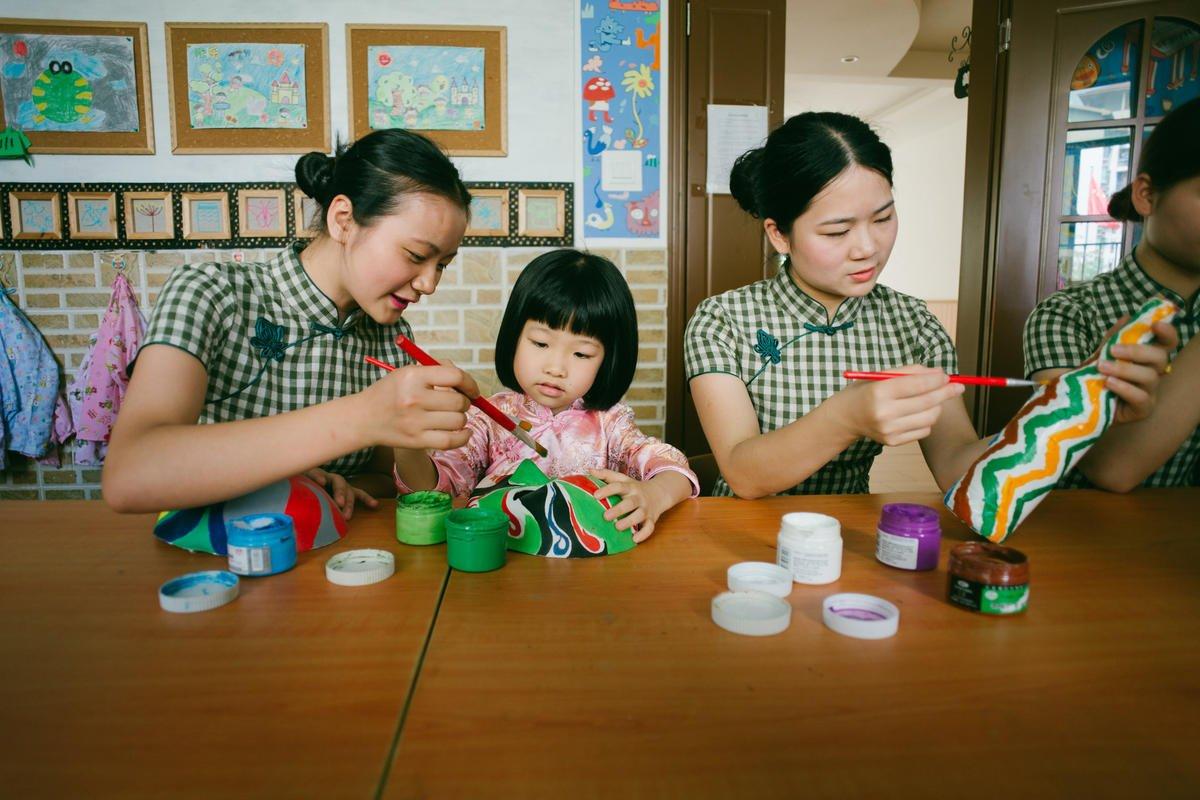网友:孩子上幼儿园给老师提过东西吗?