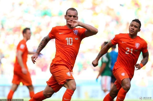 世界杯-荷兰2-1胜墨西哥 斯内德破门亨特点杀