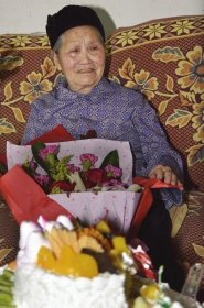 湖南第一寿星昨日过120岁生日 心态好爱吃豆腐