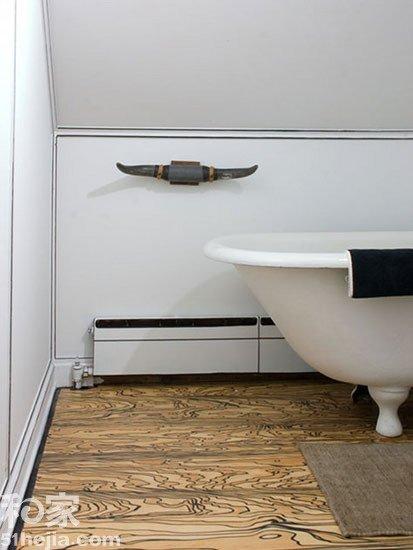 说就能看出这款瓷砖花纹在仿地板,而且还是仿古地板,仿木的纹理