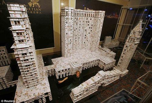 你敢用20万张纸牌搭建房子吗
