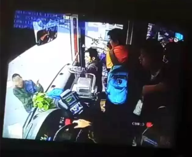 """株洲惊现""""碰瓷专业户"""" 一公交车司机多次撞见"""