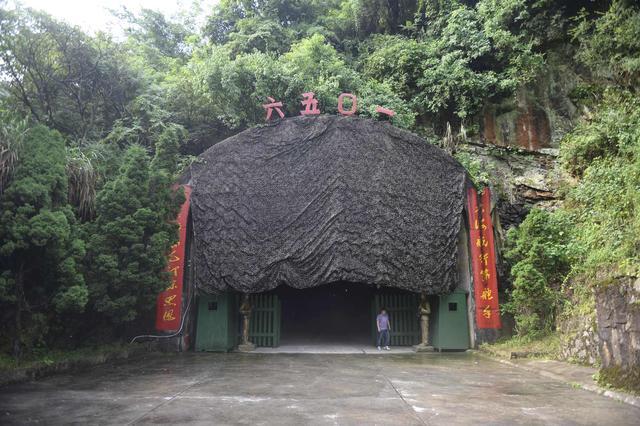 中惠旅牵手临湘6501风景区 高空热气球花式剪彩