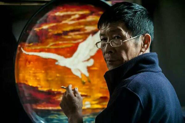 """江西鄱阳脱胎漆器髹漆:鄱阳湖畔的""""黑珍珠"""""""