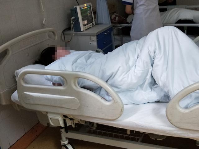 吃完路边摊卤味后中毒 长沙两女子被送医院连夜抢救