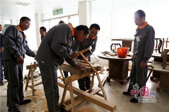 图:木工培训现场。摄影周建华