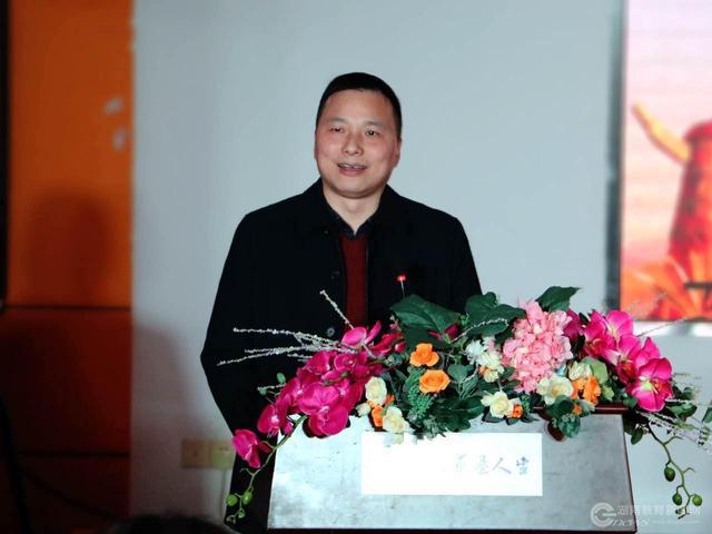 湘潭市红盹�dy�^�_省教育厅新闻中心负责人和湘潭市雨湖区教育局局长谭先玉,副局长王红