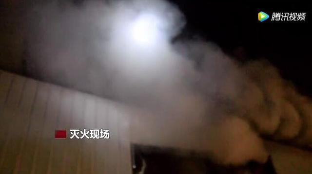 浏阳一家纸筒加工厂突发大火 消防人员成功处置