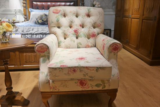 又软又美 花3千元才能坐在这里你要不要?