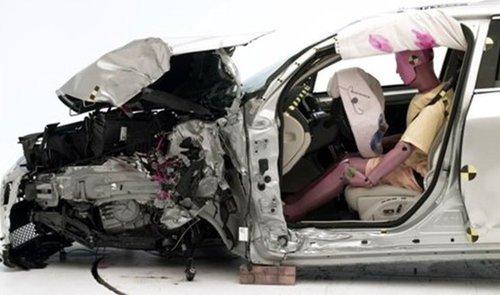 【沃尔沃S60碰撞测试后】-多款豪车未通过美国碰撞 沃尔沃获最优高清图片