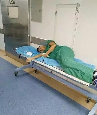 株洲一医生手术期间累晕在手术间 刷爆朋友圈
