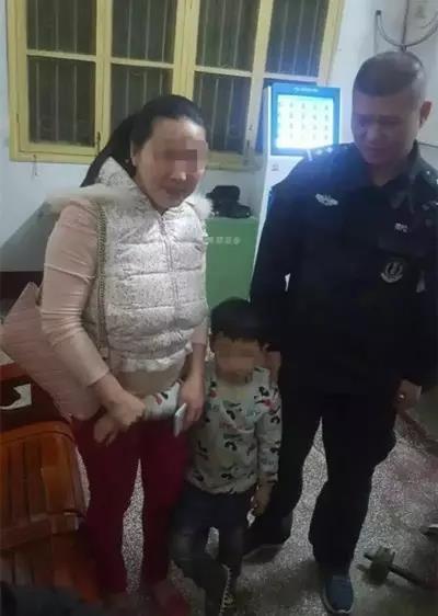 邵阳一孩童贪玩走失 民警爱心接力近6小时找到家长