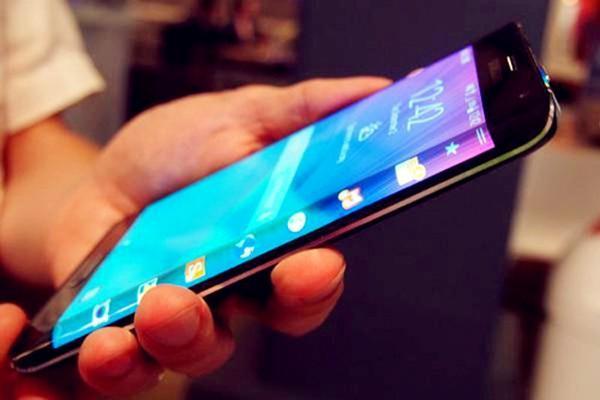 【壁上观】智能手机哪些特性成厂商PK焦点?