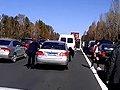 视频:京哈高速堵车现场 红衣女孩大跳热舞